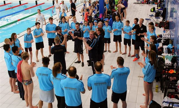 The Hague Swimming vergroot marge met De Dolfijn en PSV